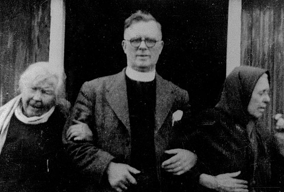Duncan Campbell and two ladies of prayer